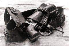 美国西部在手枪皮套的传奇老左轮手枪枪 库存图片