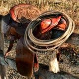 美国西部在马鞍的传奇圈地西部套索 库存照片