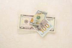 美国金钱和硬币在水泥地板上 免版税库存图片