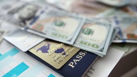美国金钱说谎与护照和万一银行卡的盒 影视素材