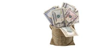 美国金钱5,10, 20, 50,在白色背景裁减路线隔绝的袋子的新的100美金 堆美国钞票 免版税库存图片