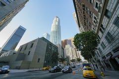 美国银行和街市都市风景 库存照片