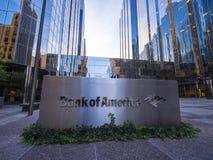 美国银行现代办公室buidlings在俄克拉何马市-俄克拉何马市-俄克拉何马- 2017年10月18日 库存照片