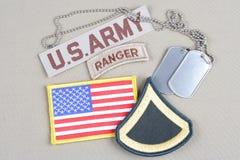 美国陆军一等兵茂盛的补丁、别动队员选项、旗子补丁和卡箍标记 库存照片