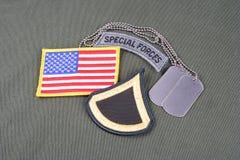 美国陆军一等兵茂盛的补丁、特种部队选项、旗子补丁和卡箍标记在橄榄色的gree 库存图片