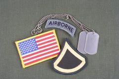 美国陆军一等兵茂盛的补丁、空中选项、旗子补丁和卡箍标记在橄榄绿unif 库存照片