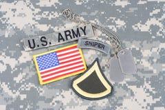 美国陆军一等兵茂盛的补丁,狙击手选项,旗子补丁,与在伪装unifo的卡箍标记 免版税库存图片