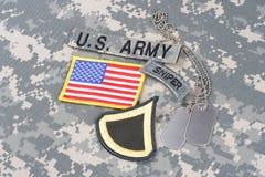 美国陆军一等兵茂盛的补丁,狙击手选项,旗子补丁,与在伪装unifo的卡箍标记 图库摄影
