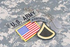 美国陆军一等兵茂盛的补丁,空中选项,旗子补丁,与在伪装unif的卡箍标记 图库摄影
