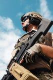 美国陆军别动队员低角度画象  免版税库存图片