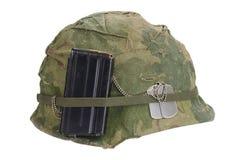 美国陆军盔甲与伪装盖子、杂志与ammot和卡箍标记的越南战争期间 免版税库存照片
