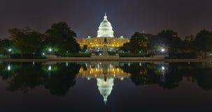 美国首都大厦反射在晚上 免版税库存照片