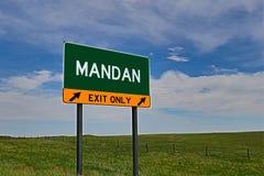 美国高速公路Mandan的出口标志 库存照片