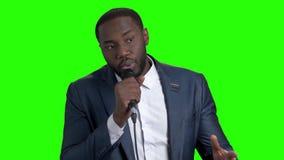 美国黑人的艺人谈话在绿色屏幕上 股票录像