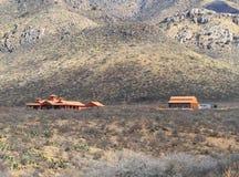 美国,亚利桑那:有现代大农场的Chihuahuan沙漠 免版税库存照片