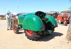 美国,亚利桑那:罕见的拖拉机- 1950年奥利佛史东77果树园/背面图 免版税库存图片
