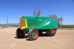 美国,亚利桑那/亚帕基连接点:罕见的拖拉机- 1950年奥利佛史东77果树园 免版税图库摄影