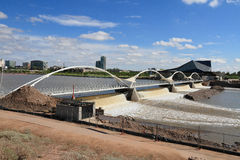 美国,亚利桑那/坦佩:在暴雨以后的水坝 免版税库存图片