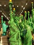 美国,自由女神像在金钱包裹了 图库摄影