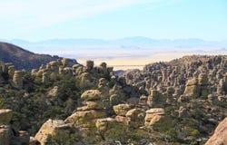 美国, AZ/Chiricahua :与常设岩石的风景 库存图片