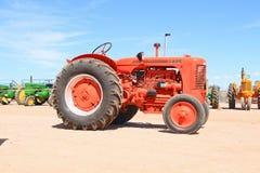 美国:古色古香的拖拉机-案件S 1947年 免版税库存照片