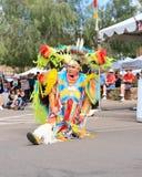 美国:美洲印第安人/花梢羽毛舞蹈家-画象 库存图片