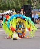 美国:美洲印第安人/花梢羽毛舞蹈-顶头羽毛 免版税库存照片