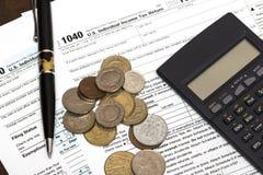美国1040与笔的报税表 免版税图库摄影