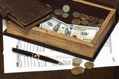 美国1040与笔的报税表 免版税库存照片
