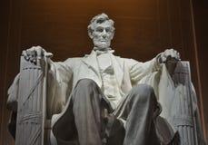 美国总统亚伯拉罕・林肯雕象在林肯纪念堂里面的 图库摄影