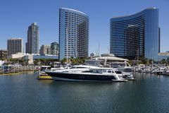 美国-加利福尼亚-圣地亚哥- embarcadero小游艇船坞公园和万豪候爵 库存照片