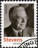 美国- 2012年:展示华莱士・史蒂文斯1879-1955,美国现代派诗人,系列文学的诺贝尔奖得奖人 免版税库存照片