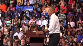 美国贝拉克・奥巴马的居民与佛罗里达纪念品大学的学生回面