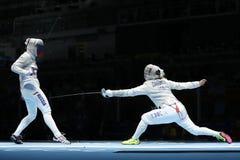 美国R的俄罗斯的Dagmara沃兹尼亚克和Ekaterina季亚琴科在里约的妇女` s马刀队竞争2016奥林匹克 库存照片