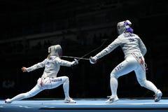 美国R的俄罗斯的Dagmara沃兹尼亚克和Ekaterina季亚琴科在里约的妇女` s马刀队竞争2016奥林匹克 免版税库存照片