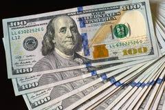 美国USD 100笔记堆散开 库存图片