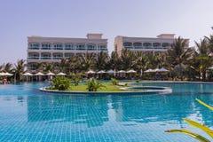 美奈白色沙滩,有水池的,越南豪华旅游胜地 聚会所 库存图片