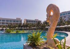 美奈白色沙滩,有水池的,越南豪华旅游胜地 聚会所 免版税库存照片
