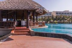 美奈白色沙滩,有水池的,越南豪华旅游胜地 聚会所 免版税库存图片