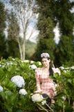 美女在花园里 库存图片