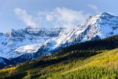 美好和五颜六色的科罗拉多落矶山脉秋天风景- 免版税库存图片