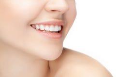 美好和健康妇女微笑,特写镜头 免版税库存图片