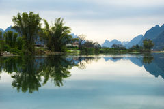 美好和平安的水风景 库存照片