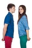美好和年轻爱恋的夫妇,站立在彼此对面 免版税库存照片