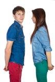 美好和年轻爱恋的夫妇,站立在彼此对面 免版税图库摄影
