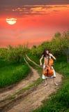 美好大提琴女孩使用 免版税库存图片