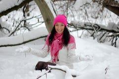 美好女孩微笑 弗罗斯特,冬天 免版税库存图片