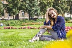 美好女孩微笑 免版税图库摄影