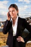 美好女实业家移动电话联系 免版税库存图片