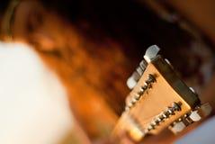 美好妇女使用gitar 免版税图库摄影